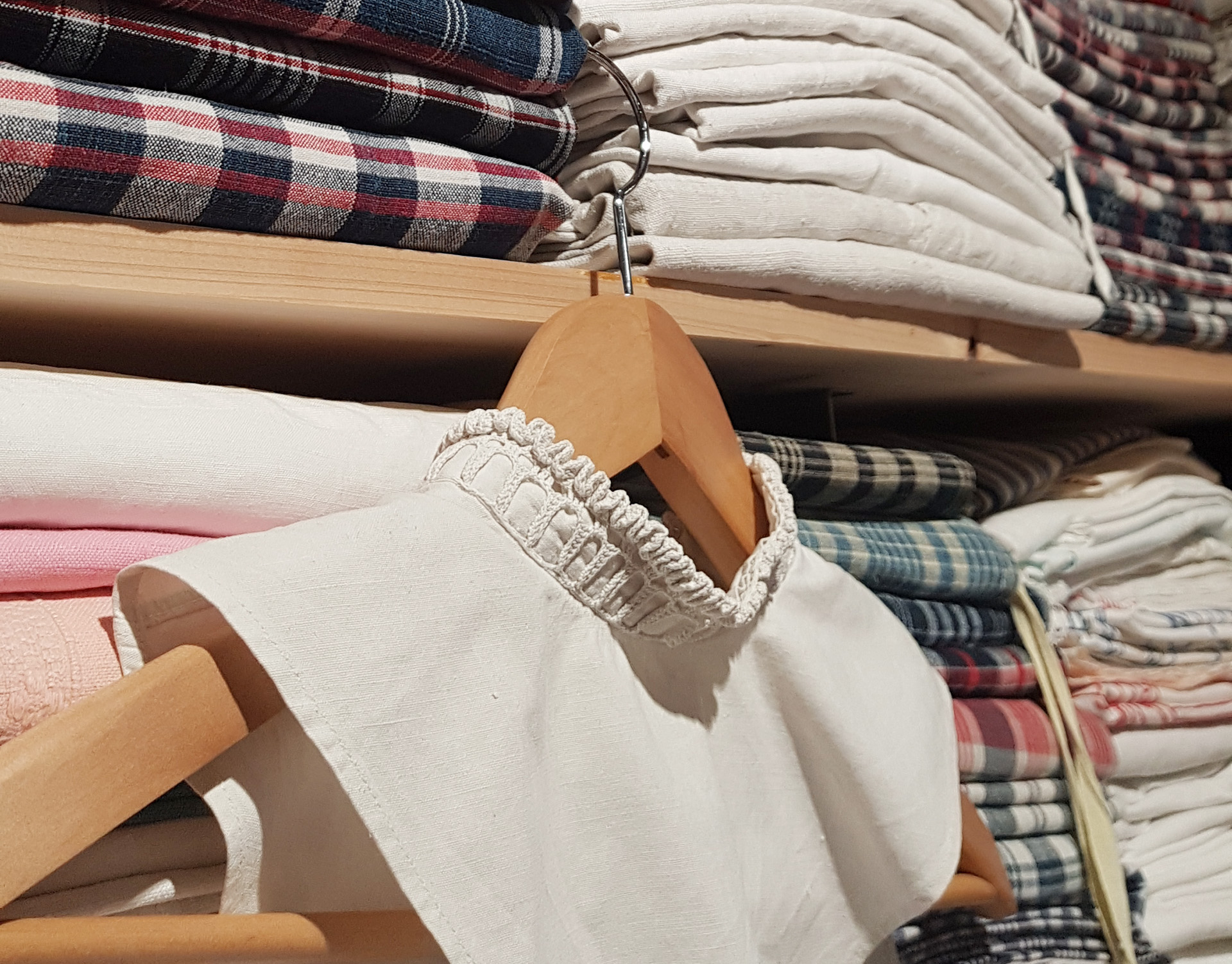 linge ancien, tissus - vêtement - broderie
